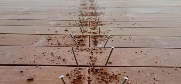 ברגים לדק - קרדיט: אריה גורן - בונה עבודות עץ