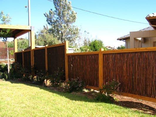 הקמה ותחזוקת גדר עץ