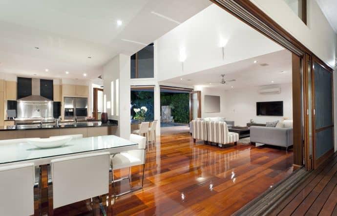 פרקט עץ מלא בדירה למראה מושלם