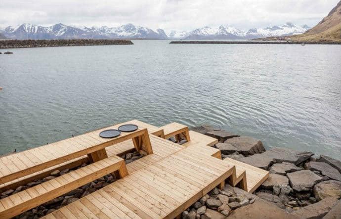 סאונה נורווגית מרהיבה מעץ
