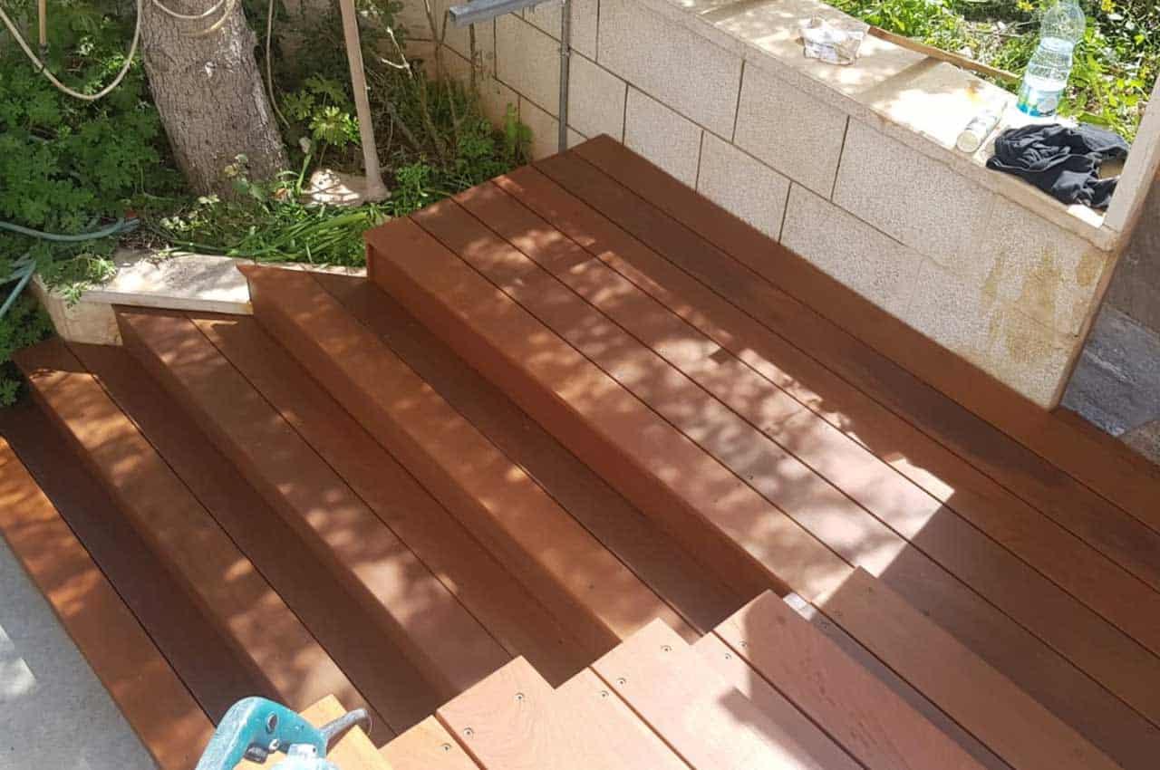 מדרגות מעץ איפאה