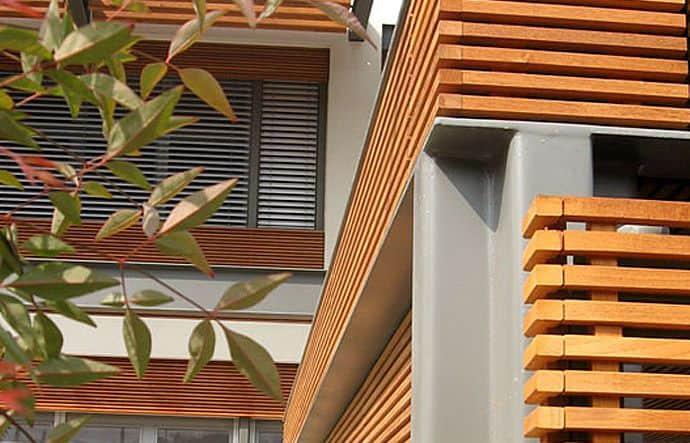 חיפוי קירות חוץ וגדר מעץ טיק בורמזי