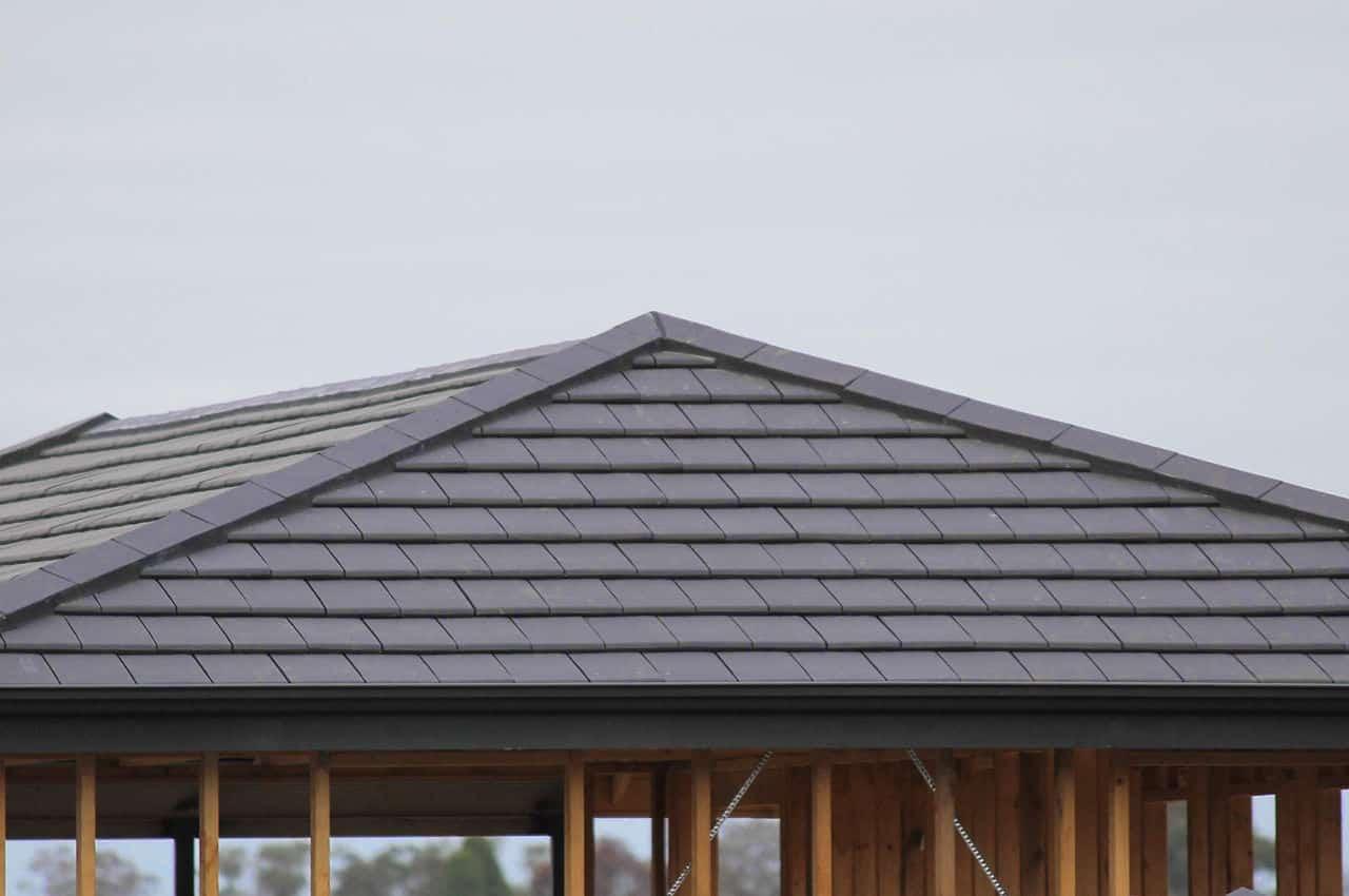 גג רעפים כהה
