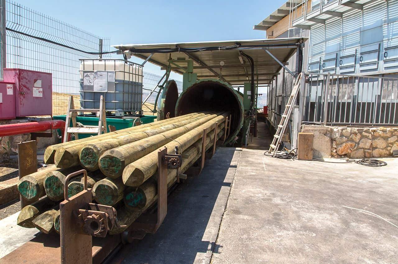 מוטות עץ עגולים מהמפעל - מחסן עצים