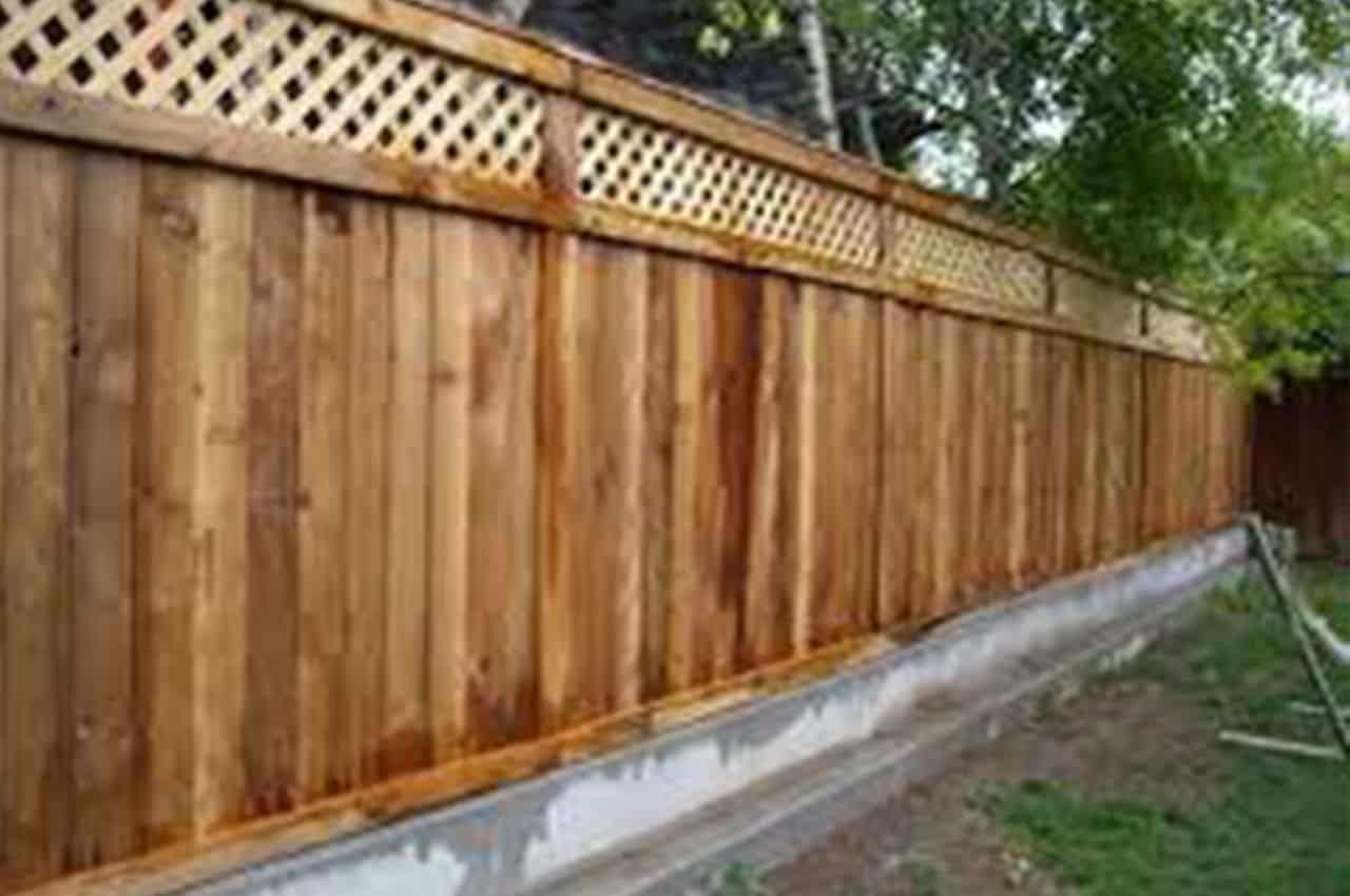 גדר מעץ אורן בעיצוב כפרי