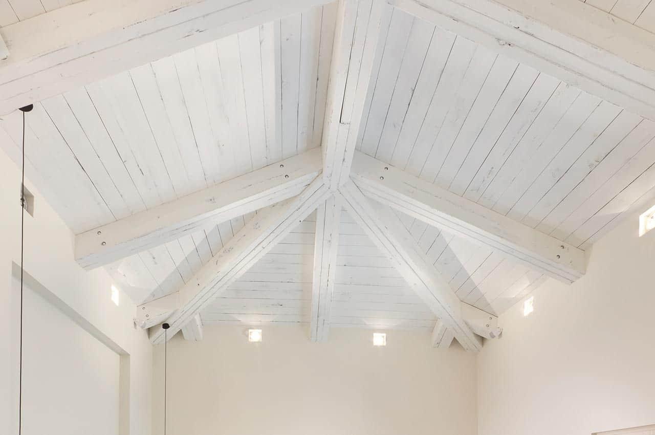 חיפוי תקרה עץ גושני לבן