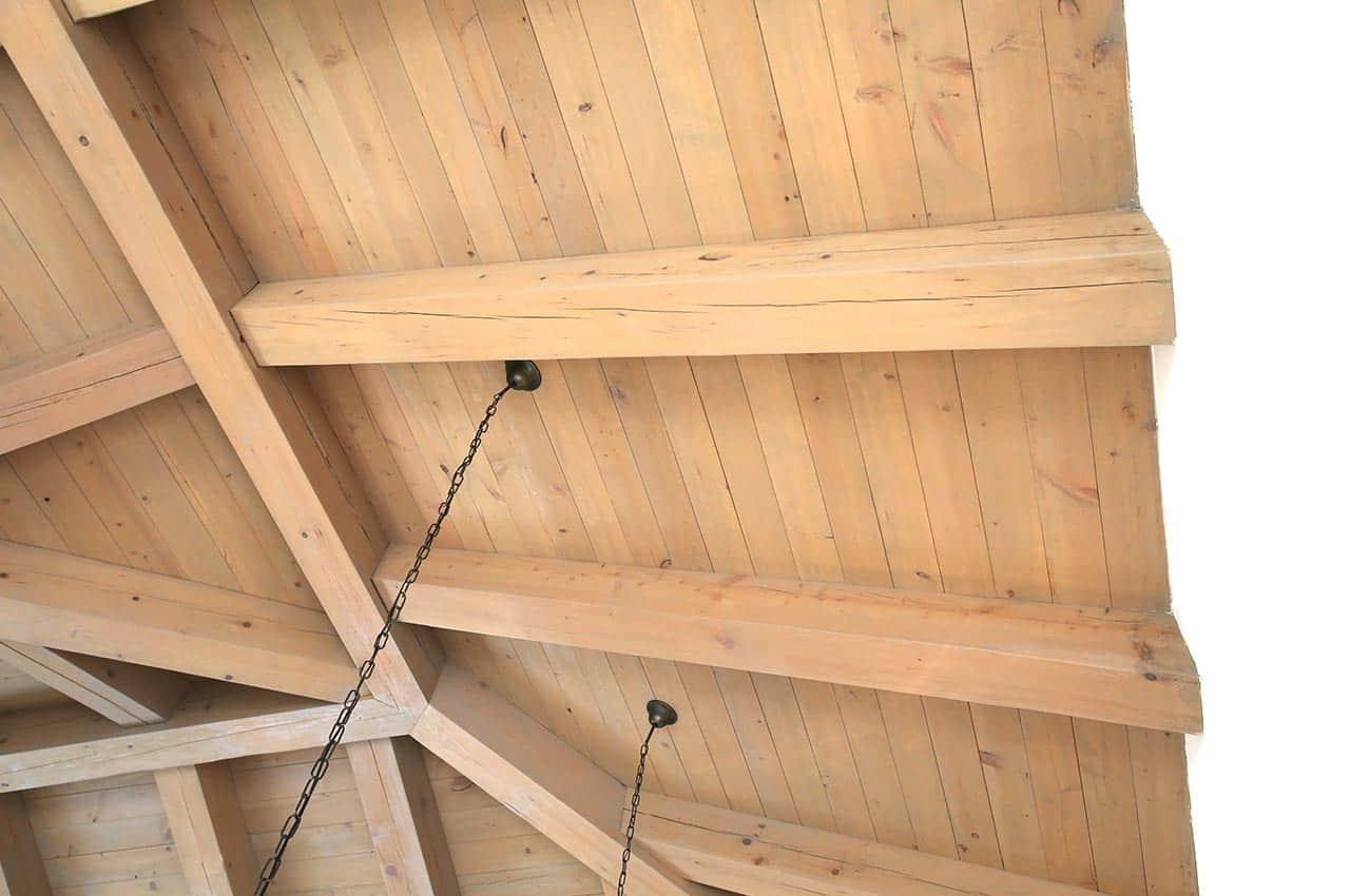 חיפוי תקרה לגג רעפים מעץ המלוק