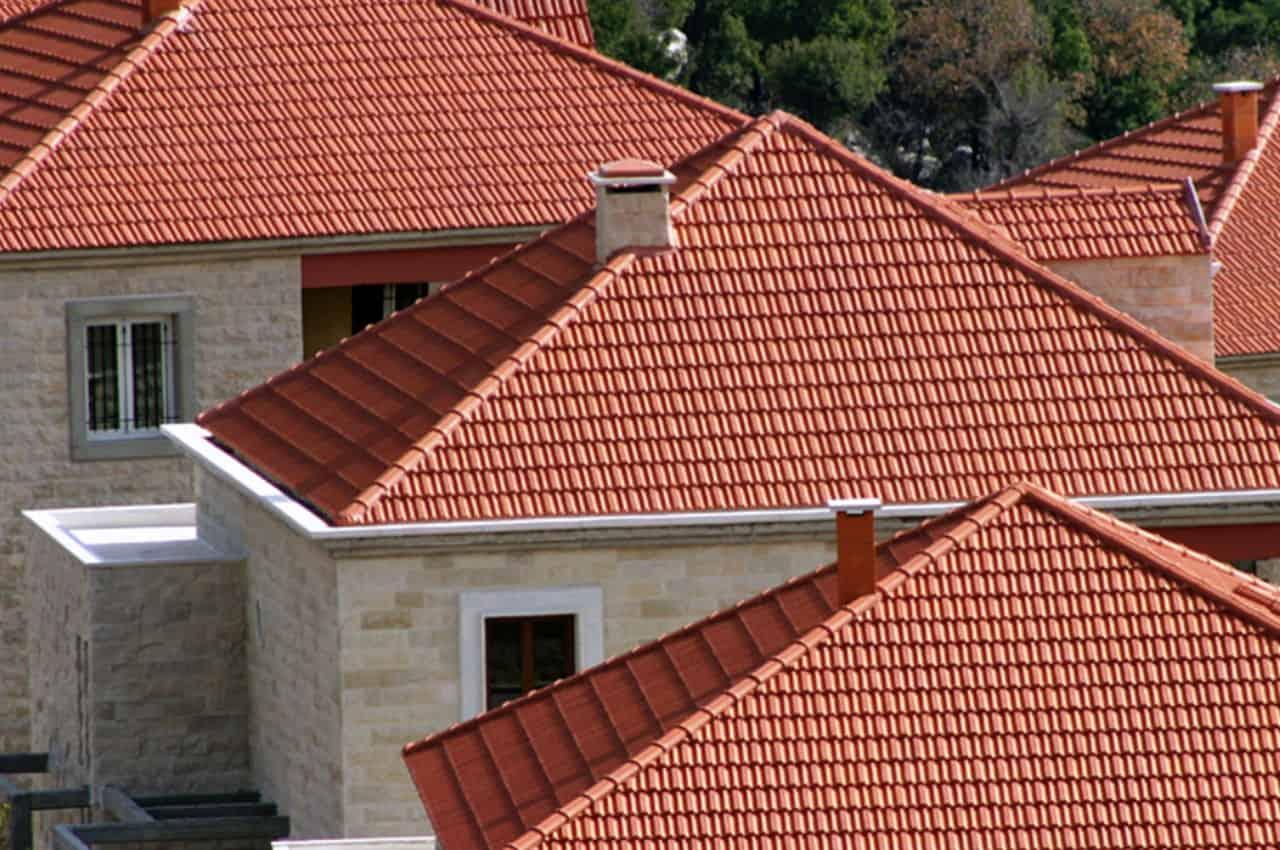 גגות רעפים לבתים כפריים