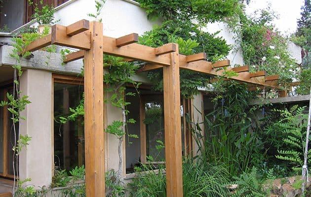 פרגולת עץ איכותית לחצר