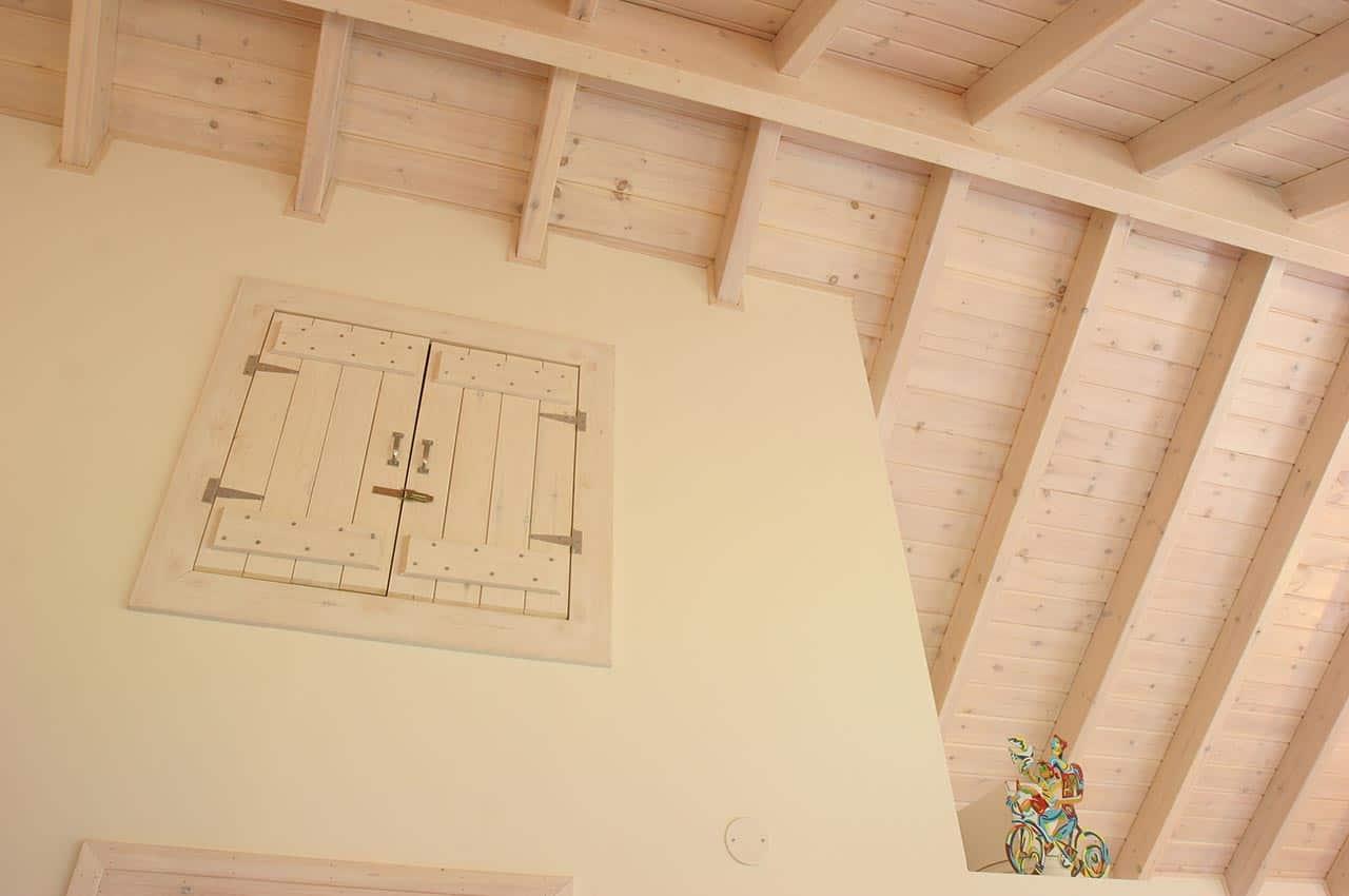 גג רעפים מעץ גושני לבן