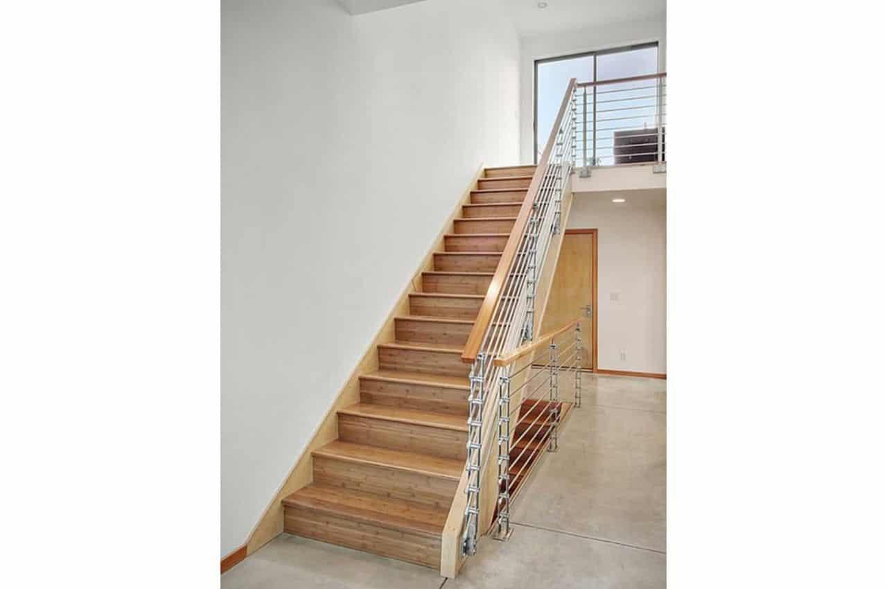 מדרגות לבית מעץ אורן