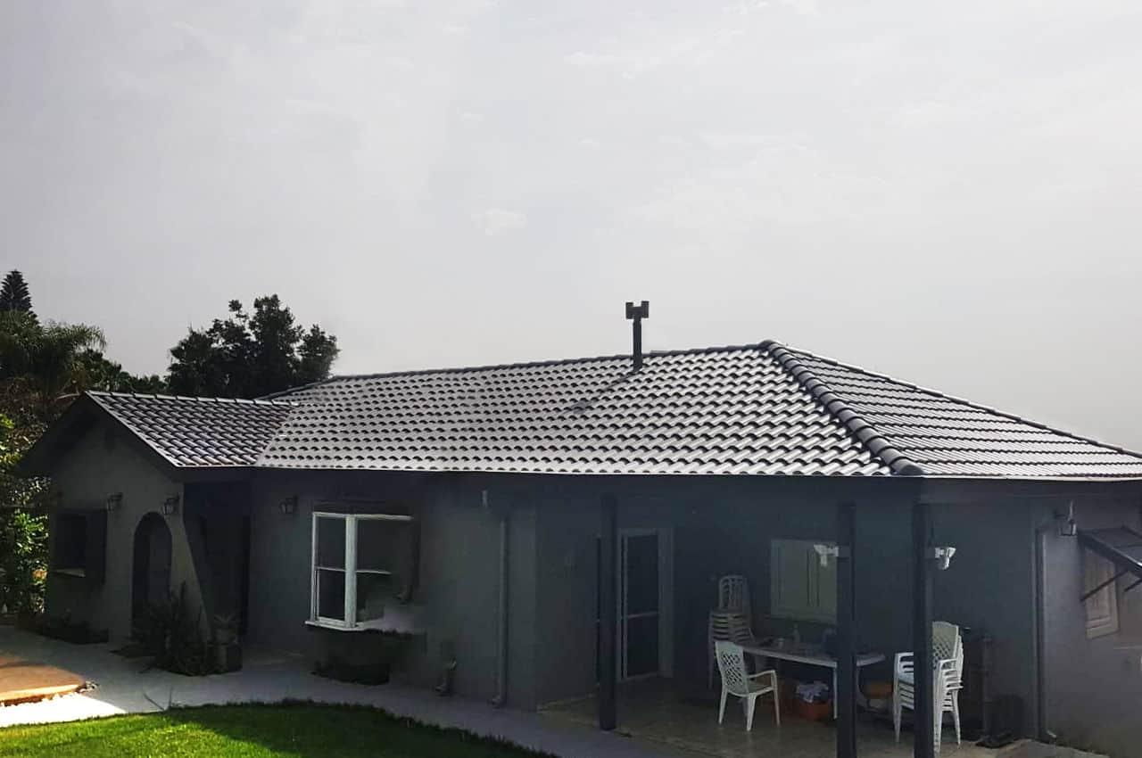 גג רעפים מודרני בסגנון קלאסי