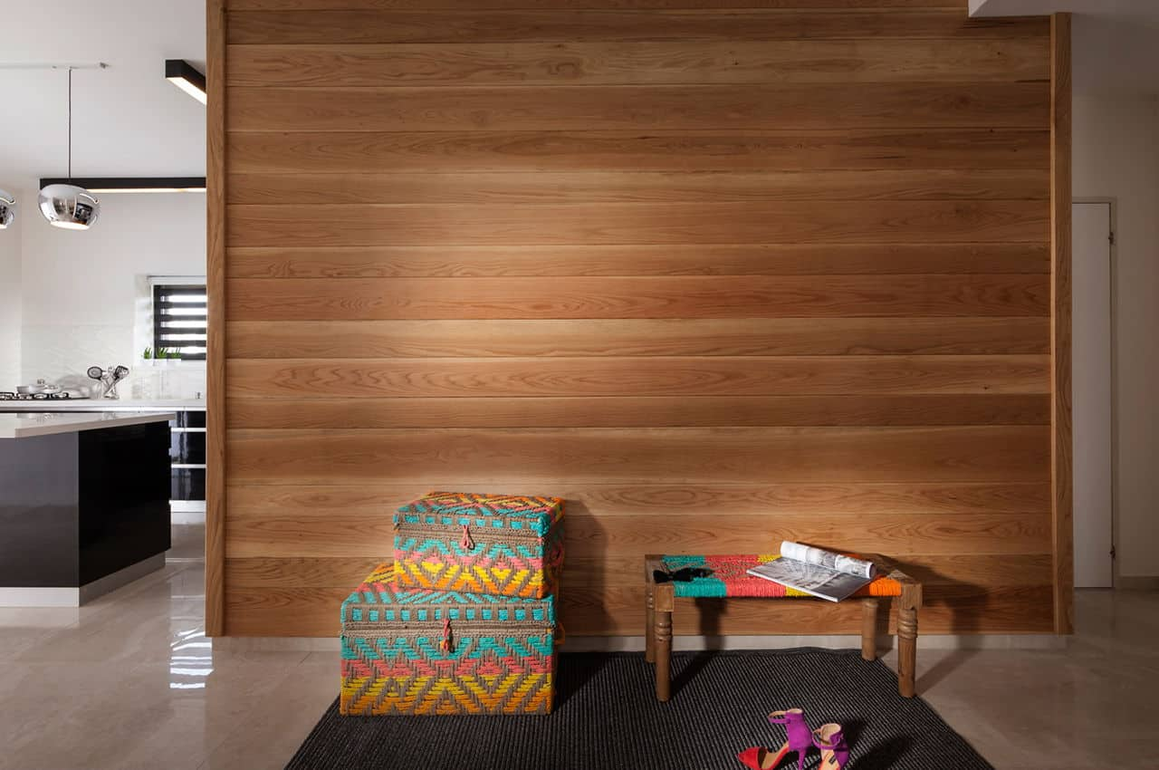 חיפוי קיר מעץ סידר בעיבוד גלריה