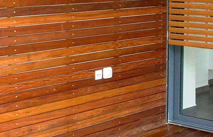 חיפוי קיר חיצוני מעץ איפאה טבאקו