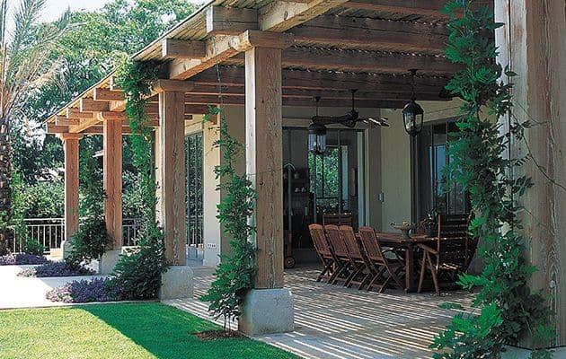 פרגולה מעץ לגינה וחצר הבית