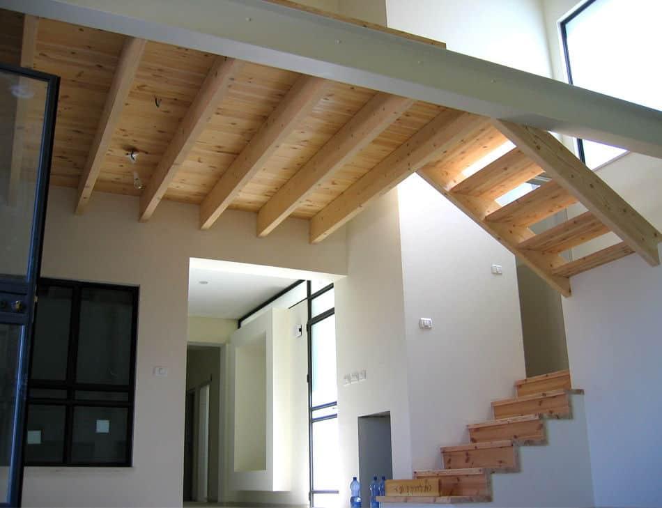 חיפוי מדרגות עץ אורן וגלריה אורן