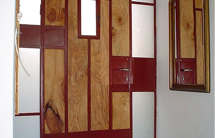 דלת כניסה שילוב מתכת ועץ