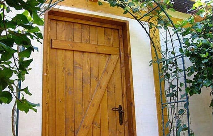 דלת כניסה בסגנון אנגלי