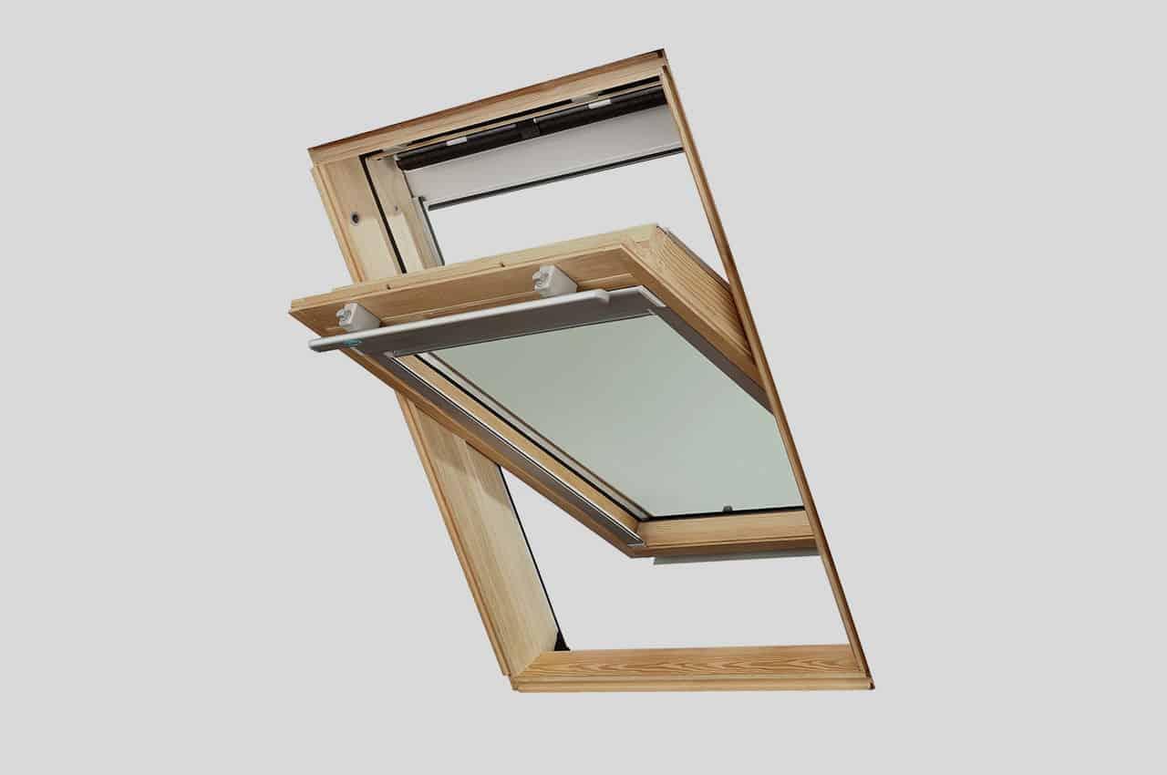 מבט מבפנים חלון ללא וילון