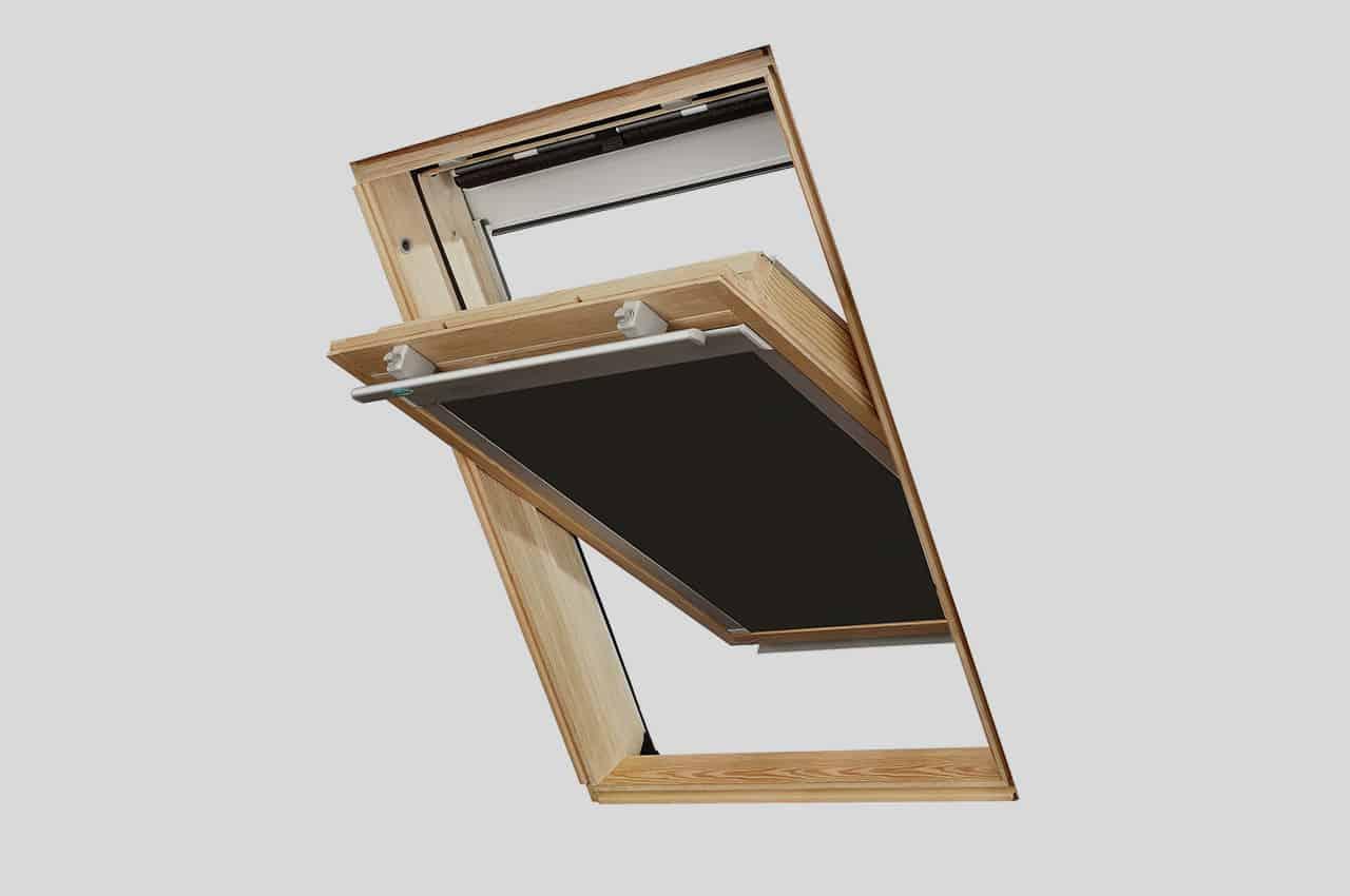 מבט מבפנים חלון + וילון החשכה